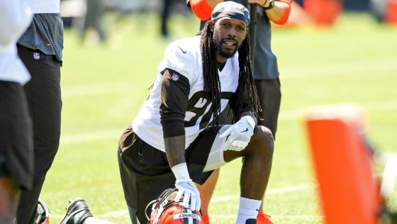 Jadeveon Clowney: I don't mind playing outside or inside